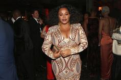 Jill Scott Performs Fellatio On A Microphone In NSFW Performance Video