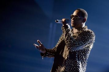 R. Kelly Gives Steamy Performance Despite On-Going Sex Cult Scandal