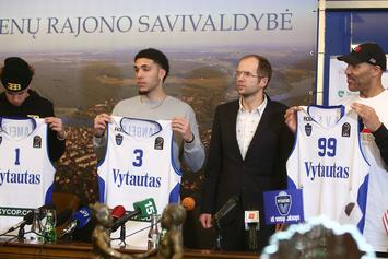 Reporter Asks LiAngelo Ball Out On A Date During Presser In Lithuania
