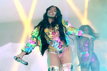 "Ashanti Enjoys The ""Soca Life"" While Performing In Trinidad"