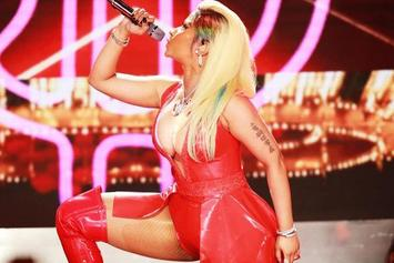 "Nicki Minaj Shows Off Her Booty On Tour: ""Guess Them Ass Shots Wore Off"""