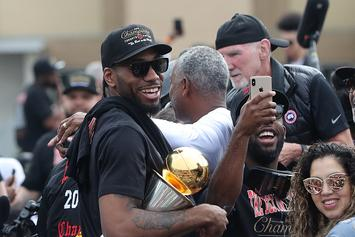 Kawhi Leonard Gifted Key To The City Of Toronto: Video