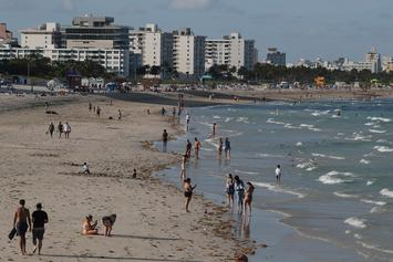 Spring Breakers Flock To Florida Beach Despite COVID-19 Warning: Report