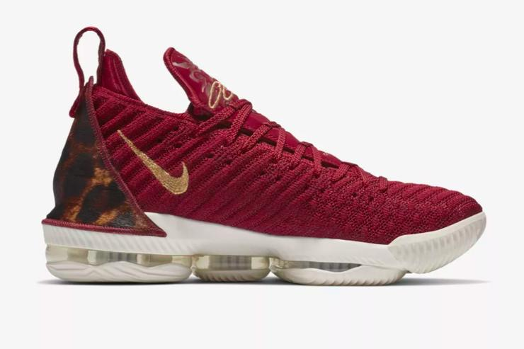 LeBron 16 King
